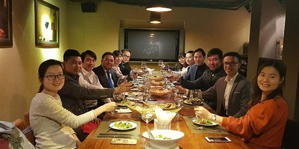 Dr Alok Bharadwaj Creovate dining with Business leaders in Vietnam